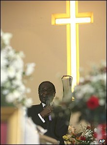 Zimbabwean President Robert Mugabe at a service for Susan Tsvangirai in Harare (10/03/2009)