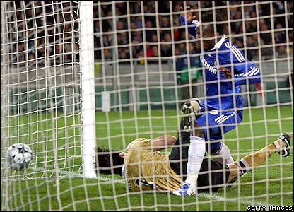 Essien puts Chelsea ahead on aggregate