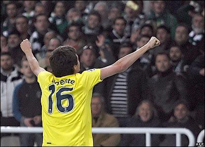 Joseba Llorente celebrates