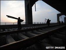 Workers on Wuhan rail bridge, Mar 09