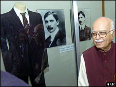 LK Advani visiting the mausoleum of Pakistan's founding father Mohammad Ali Jinnah in Karachi