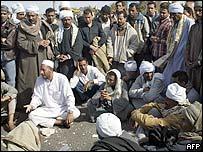 عائلاات الضحايا في انتظار أي معلومات عن ذويهم في سفاجا(أرشيف)