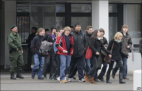 Police evacuate students from the school in Winnenden, Germany