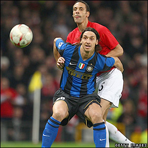 Rio Ferdinand wrestles with Ibrahimovic