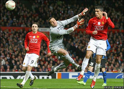 Ronaldo heads Man Utd's second