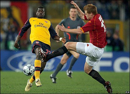 Riise tackles Arsenal's Eboue