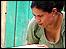 Una mujer participa en la instalaci�n de un biodigestor (Foto: gentileza Universidad EARTH)
