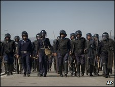 Pakistani anti-riot police officers  confront PML-N supporters
