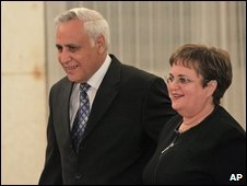 Moshe Katsav and his wife before a news conference in Kiryat Malachi, Israel, 12 March 2009
