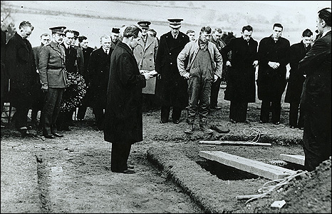 Burial of unidentified victims at Dalnottar cemetery