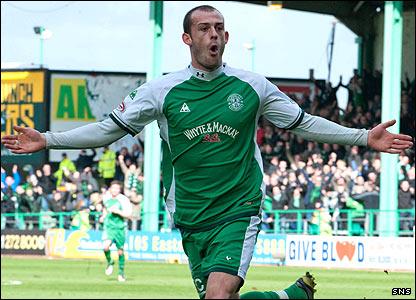 Steven Fletcher celebrates his goal
