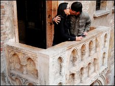 A couple kiss on the balcony of the House of Juliet in Verona, northern Italy, 13 March 2009