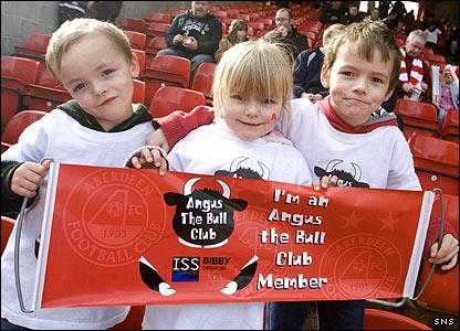 Young Aberdeen fans