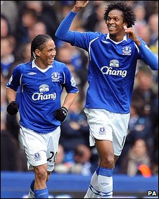 Steven Pienaar and Jo celebrate