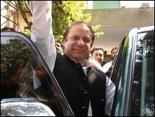 Former Pakistani prime minister Nawaz Sharif leaves his home to join an anti-government protest in Lahore on 15 March 2009