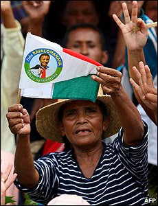 Suporters of Madagascan President Marc Ravalomanana at a rally in Antananarivo (15/03/2009)