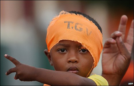 A Madagascan child wearing a headband supporting opposition leader Andry Rajoelina at a rally in Antananarivo (14/03/2009)