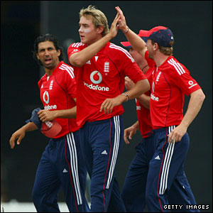 Stuart Broad (centre) celebrates with Amjad Khan and Paul Collingwood