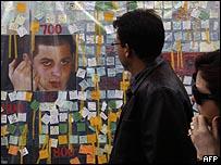 خطابات تضامن مع شاليط عند خيمة الاعتصام التي أقامتها عائلته