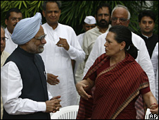 Manmohan Singh (l) and Sonia Gandhi