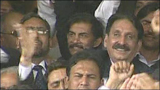 Iftikhar Chaudry joins crowds celebrating his reinstatement