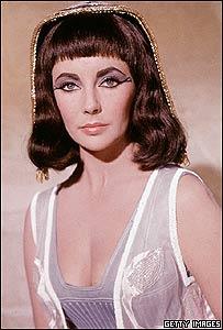Elisabeth Taylor como Cleopatra