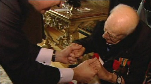 Henry Allingham receives Legion d'Honneur in London