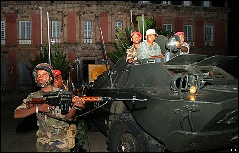 Madagascan soldiers loyal to opposition leader Andry Rajoelina take over the office of President Marc Ravalomanana in Antananarivo on March 16, 2009.