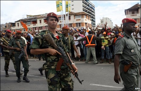 Madagascan soldiers loyal to opposition leader Andry Rajoelina stand guard at a rally in Antananarivo on March 16, 2009.