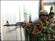 Soldiers loyal to Malagasy opposition leader Andry Rajoelina try to break down a door as they take over presidential offices in Antananarivo, 16 March 2009