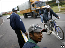 Supporters of President Marc Ravalomanana man a checkpoint near a presidential palace outside the Antananarivo, 16 March 2009