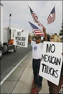 Estadounidenses protestan por el tránsito de camiones mexicanos