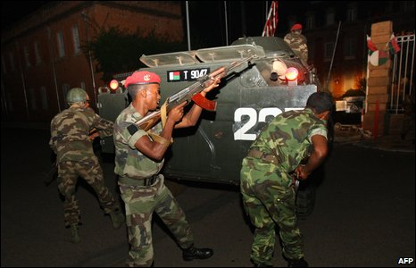 Soldiers loyal to Andry Rajoelina enter the Presidential palace