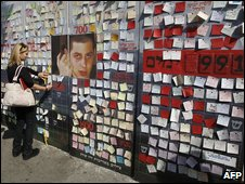 Israelis place notes for captured Israeli soldier Gilad Shalit on a mural set up outside Ehud Olmert's house in Jerusalem