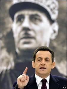 Nicolas Sarkozy speaks in front of a picture of Charles de Gaulle (February 2008)