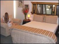 Спальня в публичном доме Bon Ton