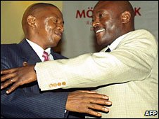 FNL leader (l) Agathon Rwasa and President Pierre Nkurunziza as they sign a peace deal in 2006