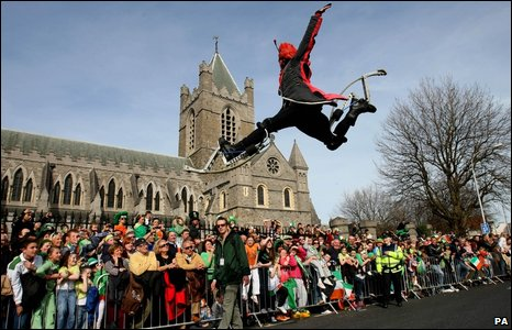 Street performer in Dublin