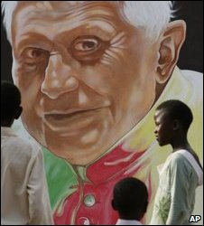 A portrait of the Pope in Yaounde, 15/03