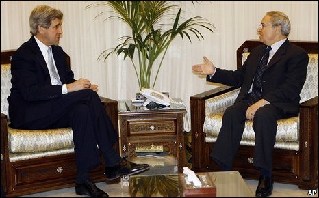 Visiting US politician John Kerry talks to Syrian Vice President Farouk Sharaa