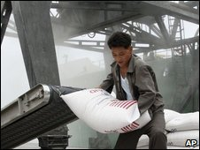 sacks of US wheat discharged from the MV Baltimore in the port of Nampo, North Korea (World Food Programme)