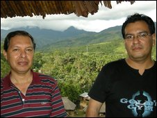 Lawyers Bustamante and Alvarado standing in front of the Cordillera Escalera