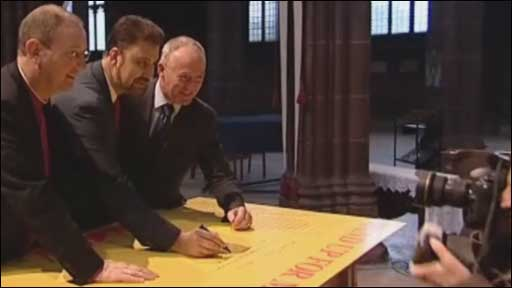 Faith leaders signing 'Hope Not Hate' sheet