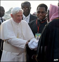 The Pope meets an imam in Yaounde