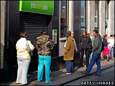 People queue outside a Job Centre in Bristol, UK (18 March 2009)