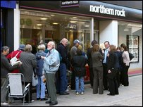 Queue outsiode Northern Rock branch in 2007