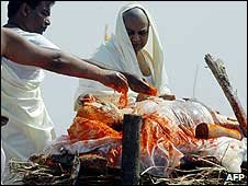 The funeral pyre of Maharishi Mahesh Yogi in Allahabad, India , February 2008