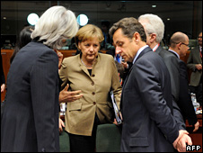 German Chancellor Angela Merkel (C) talks to French President Nicolas Sarkozy (R) and French Finance Minister Christine Lagarde at the summit in Brussels (20 March 2009)