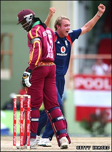 Broad celebrates Gayle's wicket
