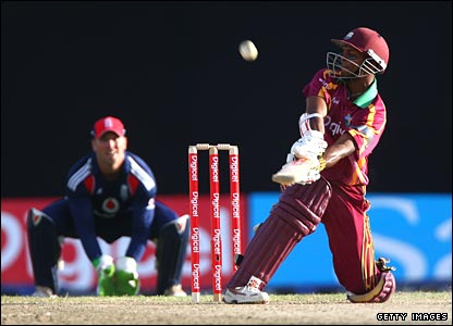 Shivnarine Chanderpaul reverse-sweeps for six